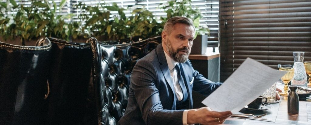 Pros and Cons of Becoming a Signing Agent